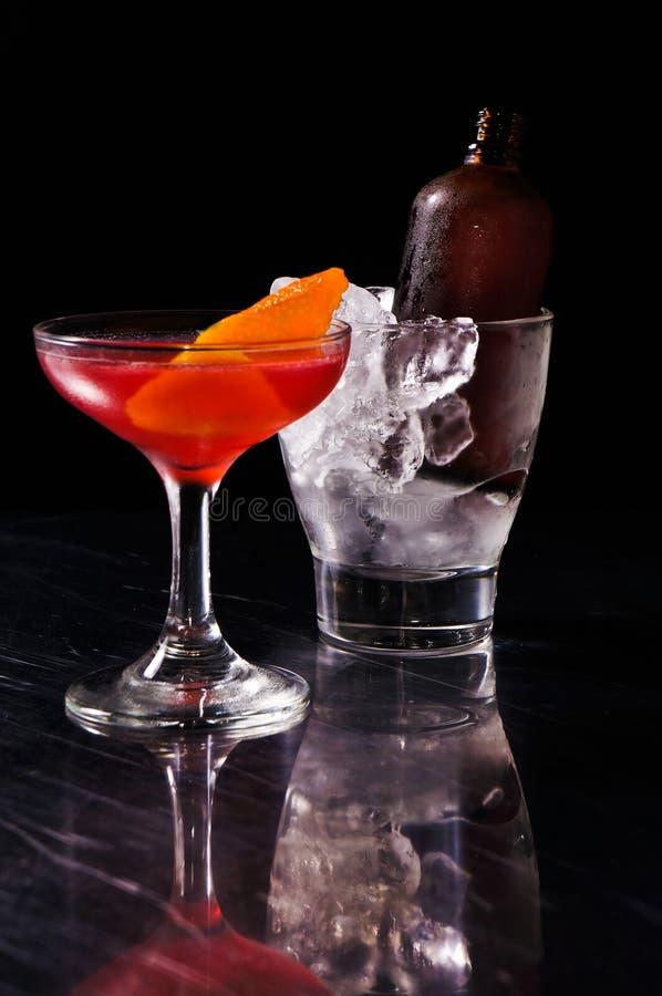 Rode alcoholische de zomer recreatieve cocktail stock foto