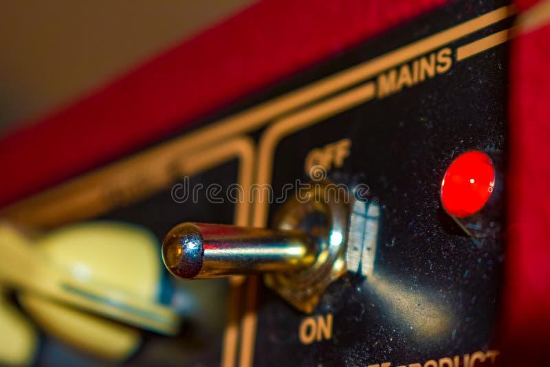 Rode ampèreknevelschakelaar met rood licht royalty-vrije stock afbeeldingen