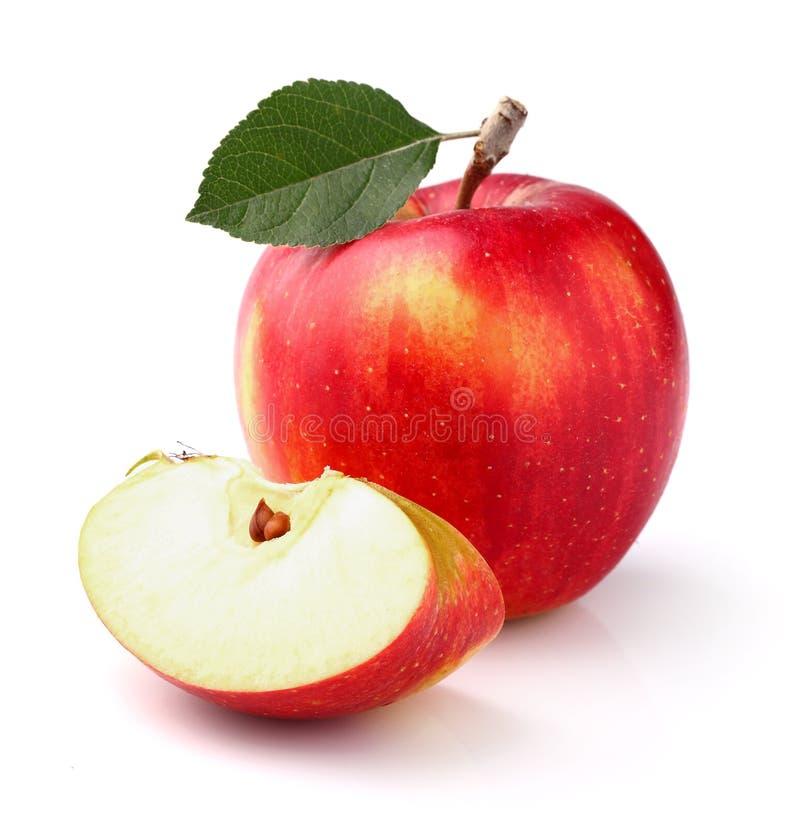 Rode appel met blad stock afbeelding