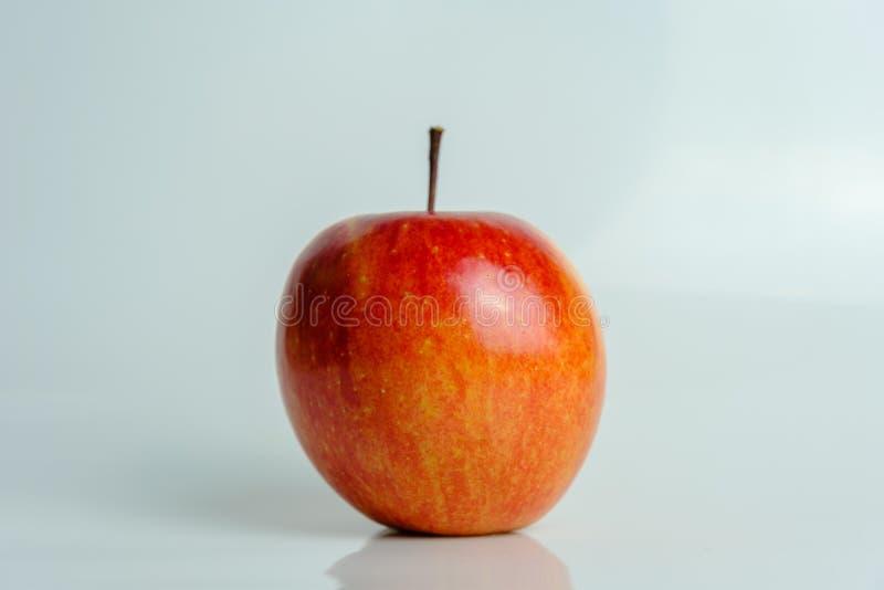 Rode appel van Fuji-verscheidenheid royalty-vrije stock foto
