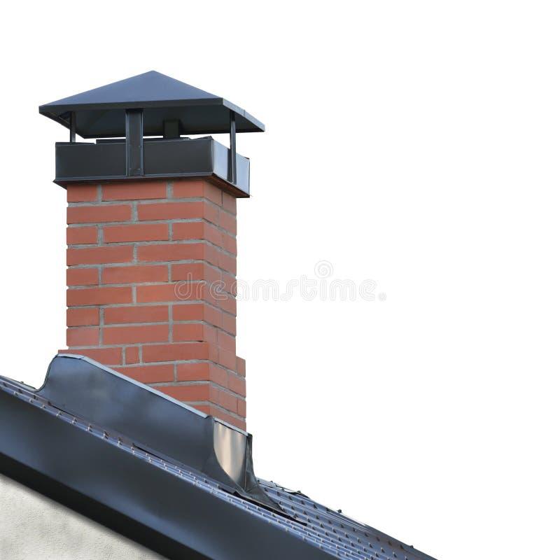 Rode Baksteenschoorsteen, Grey Steel Tile Roof Texture, Gray Tiled Roofing, Grote Gedetailleerde Geïsoleerde Verticale Close-up,  stock afbeeldingen