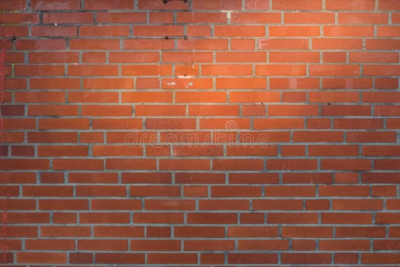 Rode bakstenen muurachtergrond met natuurlijk zonhoogtepunt royalty-vrije stock afbeeldingen