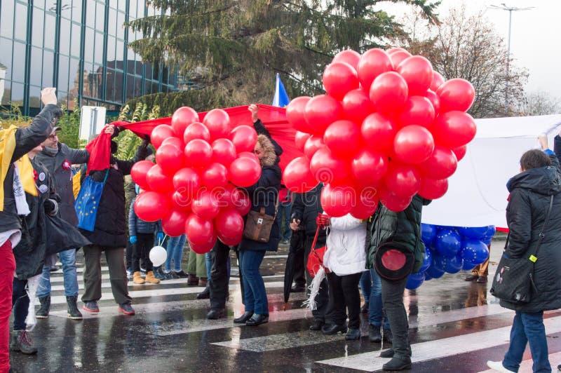 Rode ballons in de menigte bij Nationale Onafhankelijkheidsdag in Gdansk in Polen Viert 99ste stock afbeeldingen