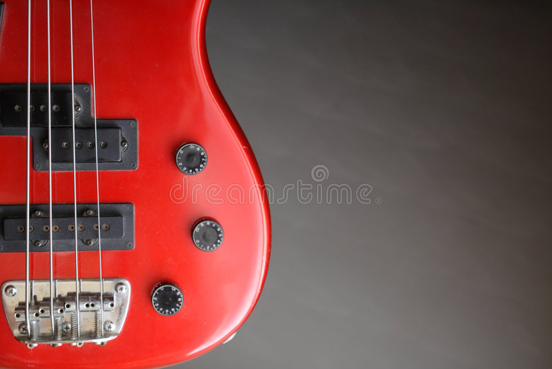 Rode basgitaar stock fotografie