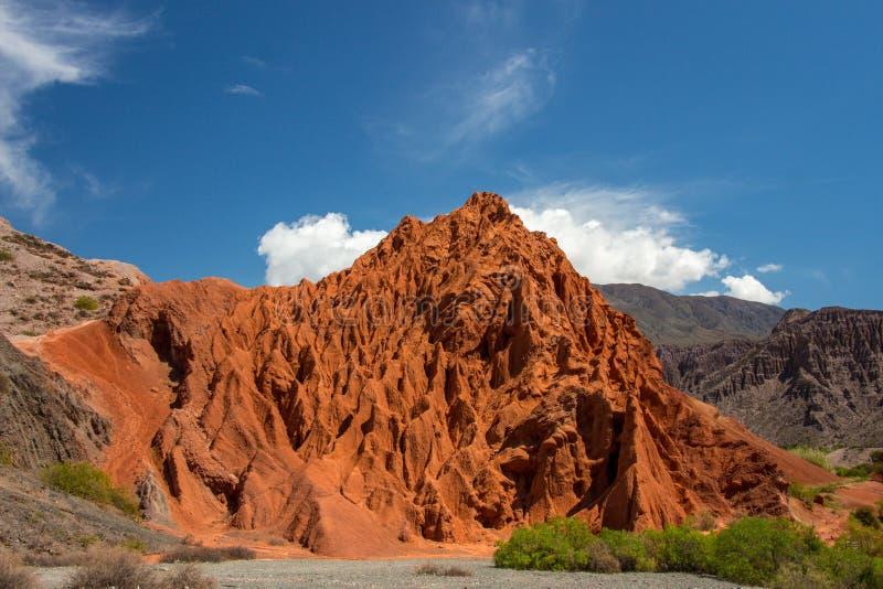 Rode berg De bergketen van de Andes Jujuy, Argentinië stock fotografie