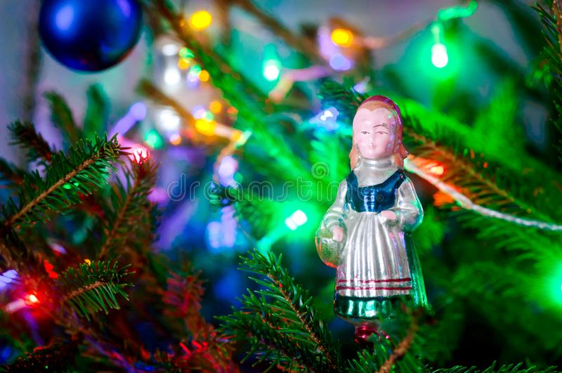 Rode berijdende kap, het oude speelgoed van de Kerstboomdecoratie royalty-vrije stock foto