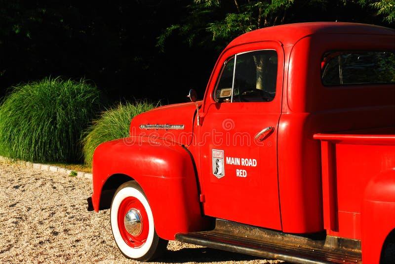 Rode bestelwagen stock afbeelding