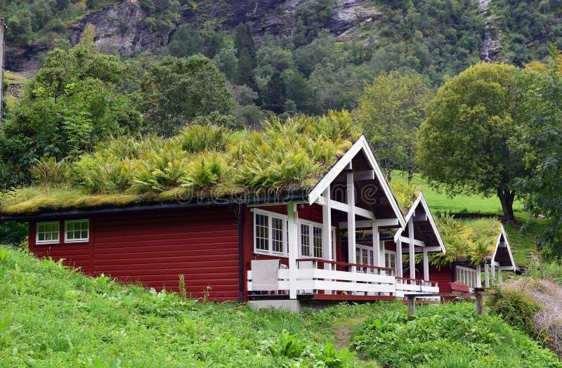 Rode blokhuizen in Noorwegen royalty-vrije stock afbeelding