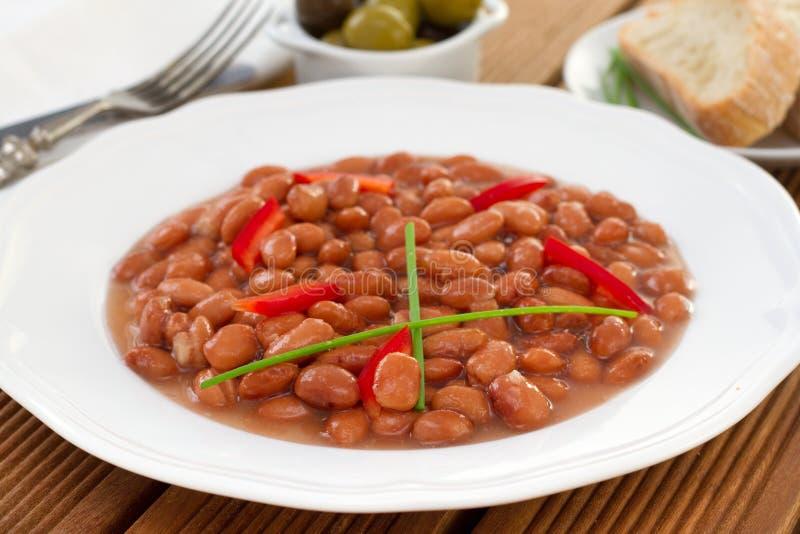 Rode bonen met Spaanse peper in saus stock afbeeldingen