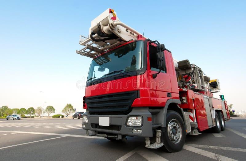 Rode brandvrachtwagen stock afbeeldingen