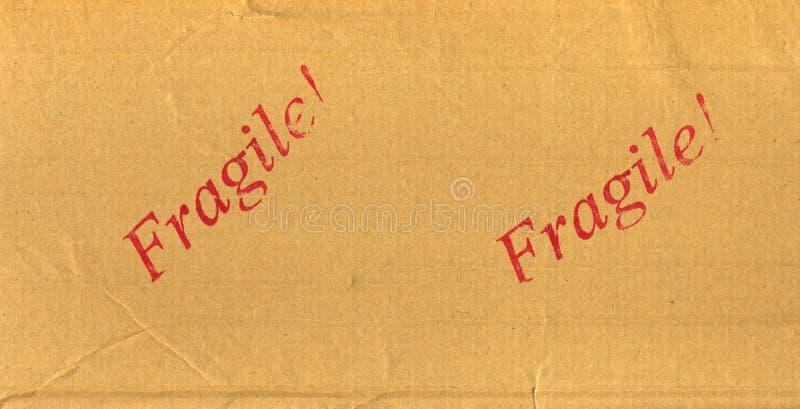 Rode Breekbaar Gestempeld op postpakket stock foto