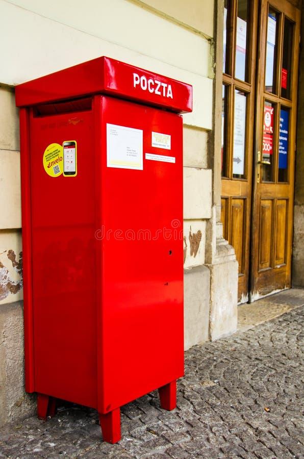 Rode brievenbus in Krakau royalty-vrije stock foto's