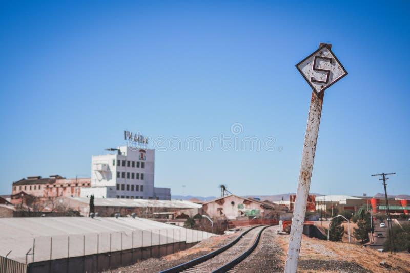 Rode Brug voor treinsporen royalty-vrije stock foto