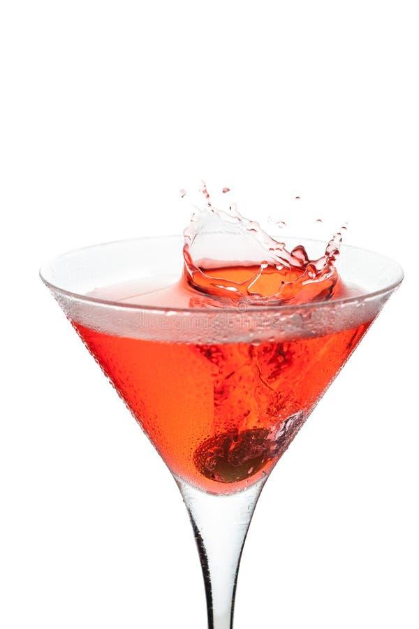 Rode cocktail met plons stock fotografie