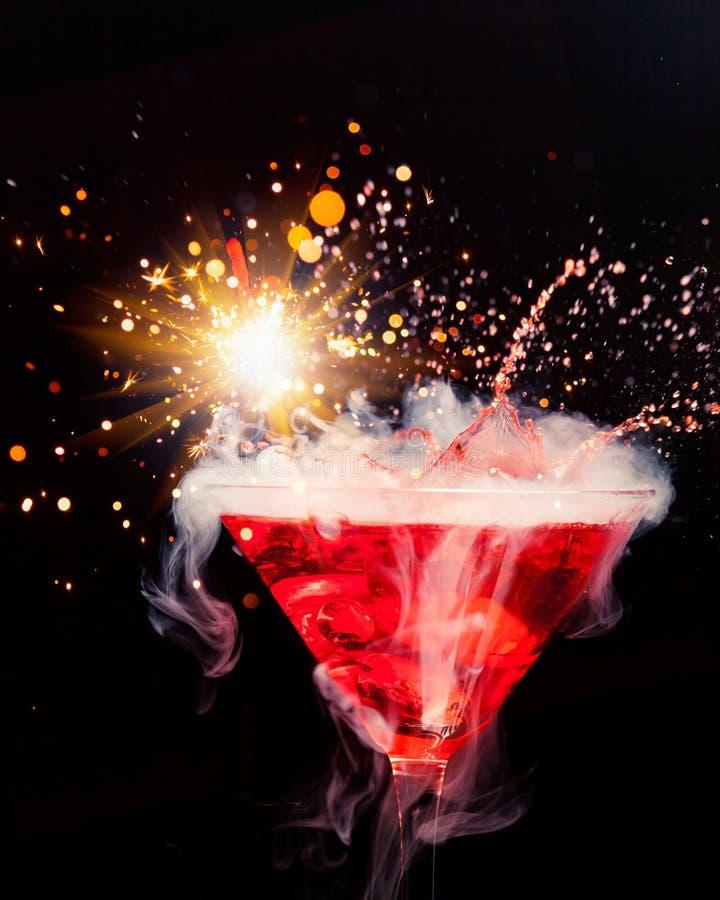 Rode cocktail met plons royalty-vrije stock afbeeldingen