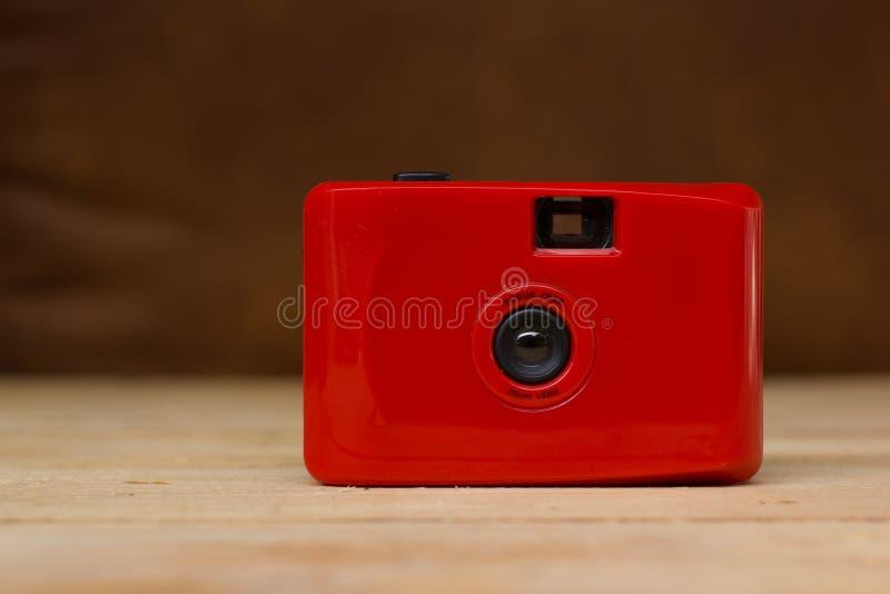 Rode compacte filmcamera stock afbeeldingen