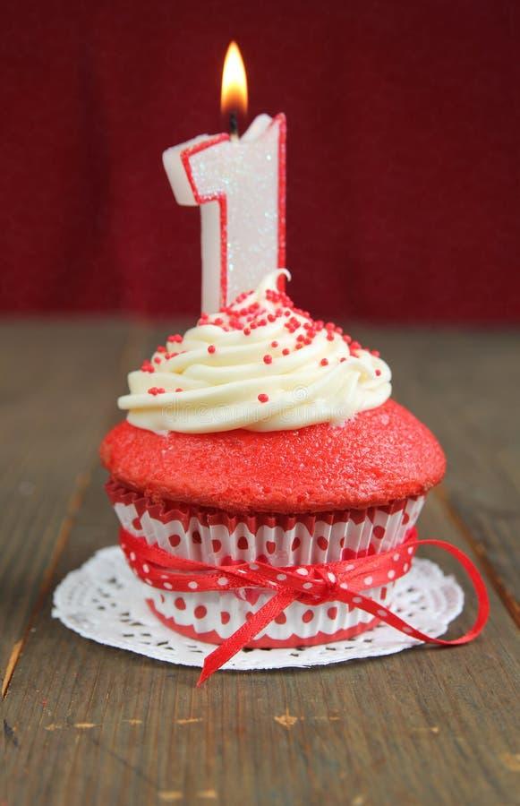 Rode cupcake royalty-vrije stock afbeeldingen