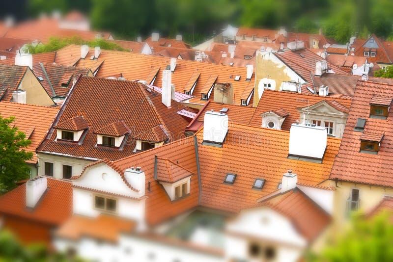 Rode daken van Praag, Tsjechische Republiek stock foto's