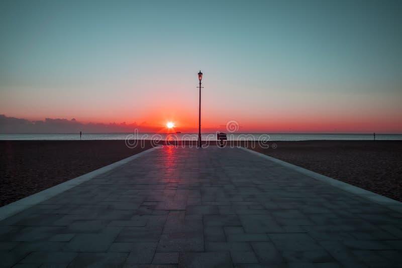 Rode Dawn - het geestelijke wekken stock afbeeldingen