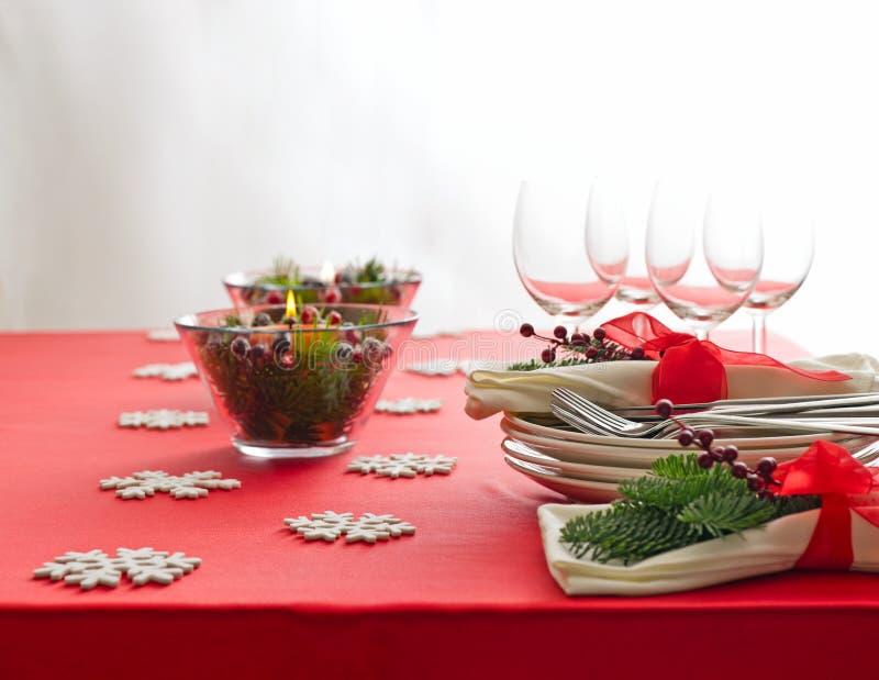 Rode de lijstopstelling van het Kerstmisdiner royalty-vrije stock afbeeldingen