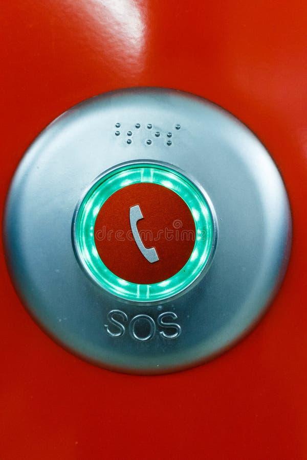 Rode de telefoonknoop van de S.O.S.noodsituatie stock foto's