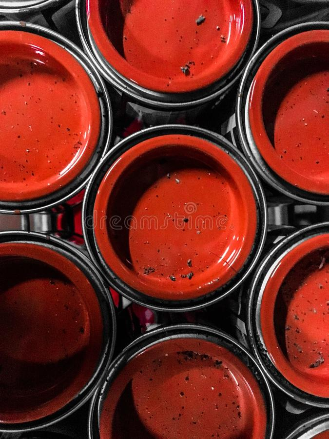 Rode dekking van blikken Het Patroon van de cirkel stock afbeeldingen