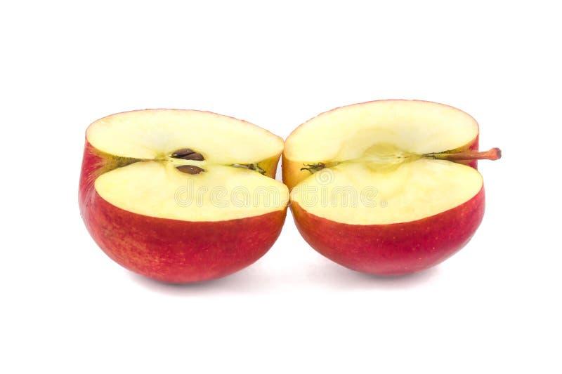 Rode die appel op twee halfs wordt verdeeld royalty-vrije stock foto