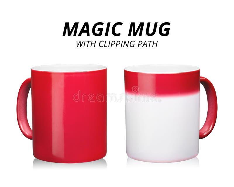 Rode die koffiemok op witte achtergrond wordt ge?soleerd Malplaatje van ceramische container voor drank Veranderende kleur wannee stock fotografie