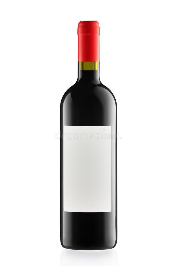 Rode die wijn en een fles op wit wordt geïsoleerd stock fotografie