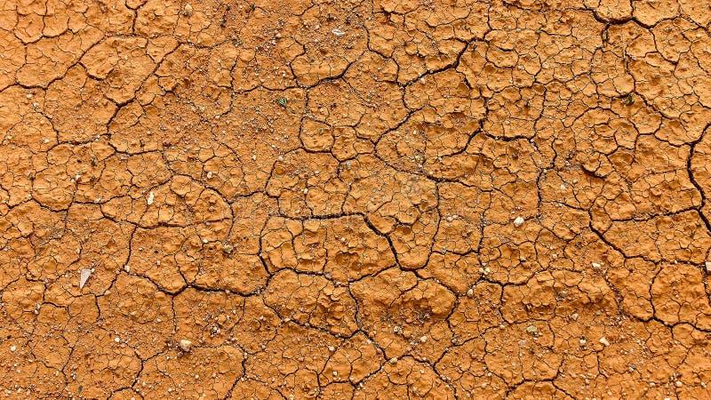 Rode droge aarde tijdens de droogten van Australië stock afbeeldingen