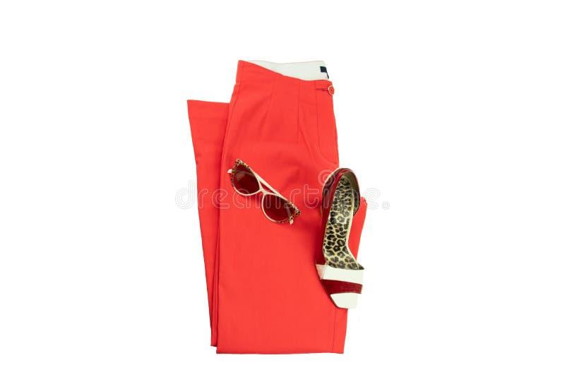 Rode elegante vrouwenbroeken, een aanpassings elegante vrouwelijke schoen en royalty-vrije stock foto's
