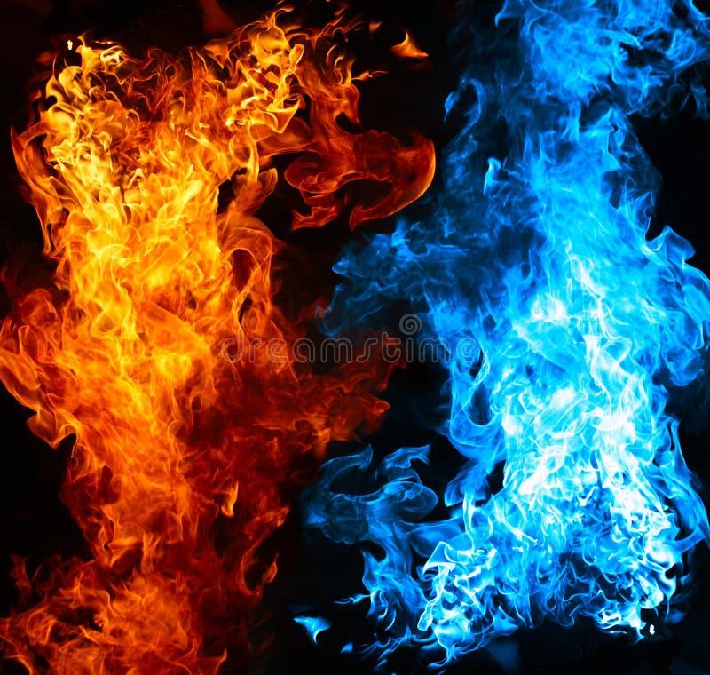 Rode en blauwe brand stock fotografie
