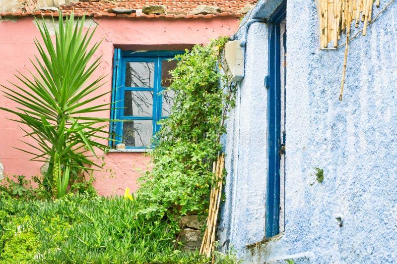 Rode en blauwe huizen royalty-vrije stock afbeeldingen