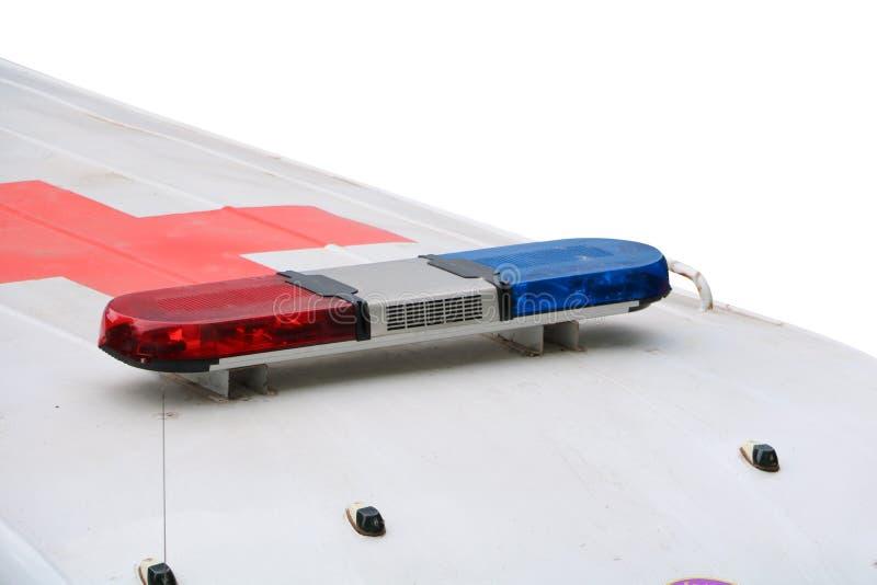 Rode en blauwe lichte sirene op ziekenwagenauto een witte geïsoleerde achtergrond en het knippen weg stock afbeeldingen
