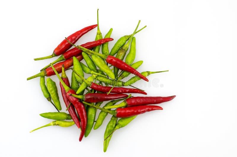 Rode en groene Spaanse pepers stock foto