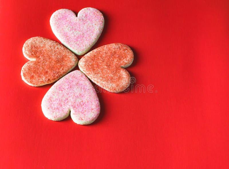 Rode en roze het koekjesachtergrond van de valentijnskaart` s dag stock afbeeldingen