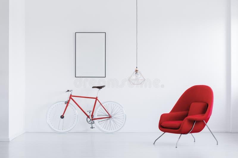 Rode en witte fiets royalty-vrije stock fotografie