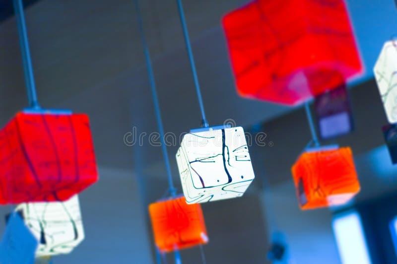 Rode en witte lampen stock afbeeldingen