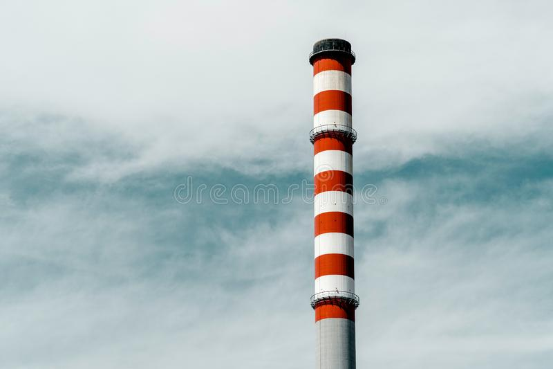 Rode en Witte Schoorsteen van Elektrische centrale royalty-vrije stock afbeeldingen