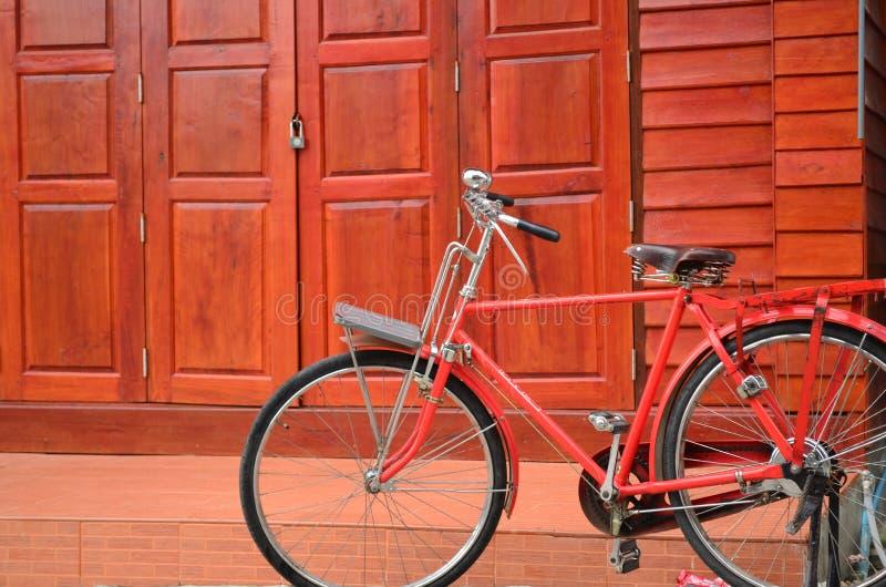 Rode fiets royalty-vrije stock afbeeldingen
