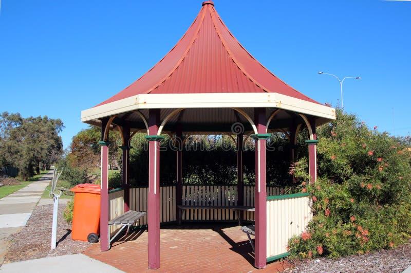 Rode Gazebo in Park royalty-vrije stock afbeelding