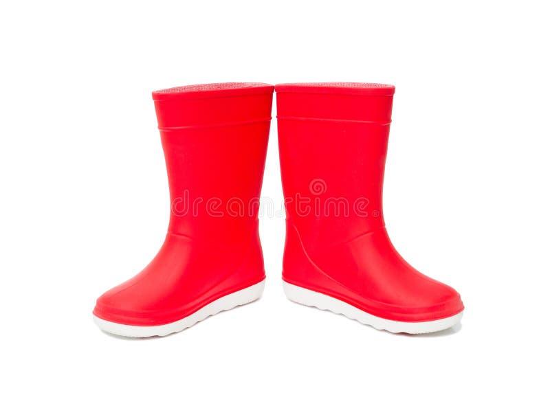 Rode geïsoleerde rainboots Rubberlaarzen voor jonge geitjes stock fotografie