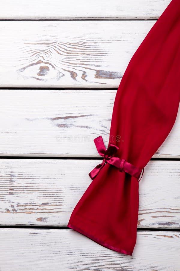 Rode gebogen koker royalty-vrije stock afbeeldingen