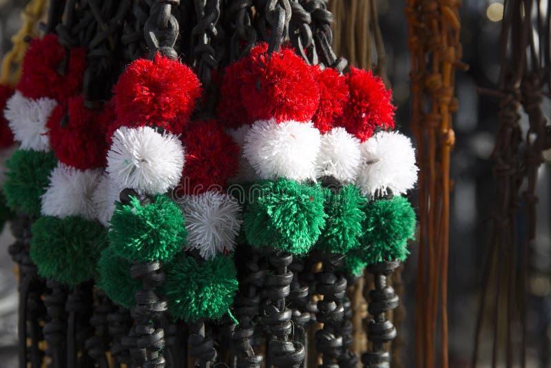 Rode gekleurd wit en groen ranselt bij de landbouwersmarkt royalty-vrije stock foto