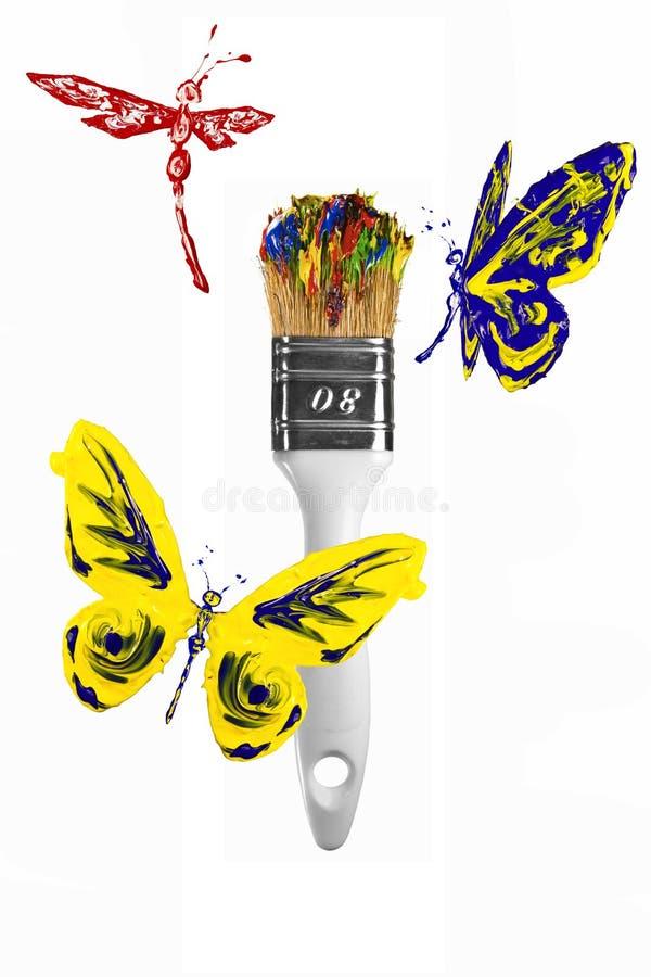 Rode gele blauwe vlinders en libellen die boven paintbr vliegen vector illustratie