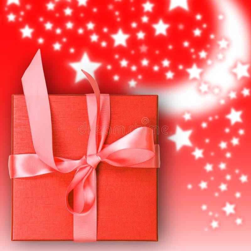 Download Rode giftdoos stock afbeelding. Afbeelding bestaande uit licht - 39117335