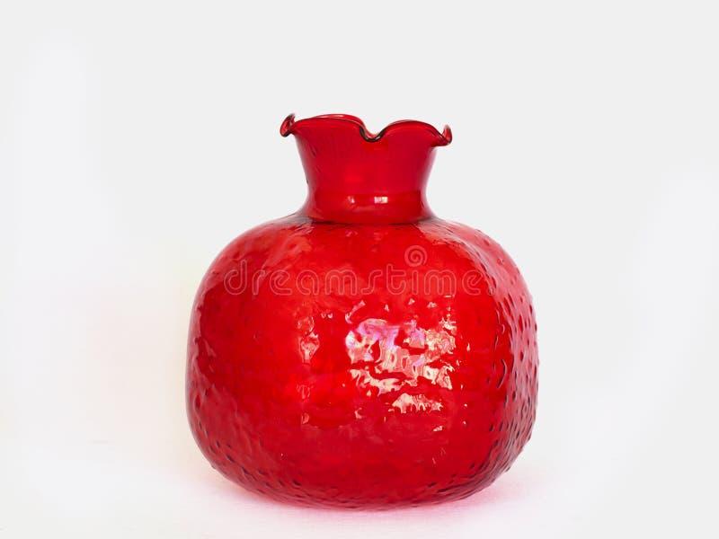 Rode glasvaas in de vorm van granaatappel stock foto