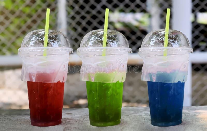 Rode, Groene, Blauwe frisdranken in de plastic tuimelschakelaar stock afbeelding