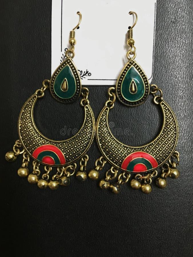Rode & Groene Gouden Geoxydeerde Chandbali-Legering stock afbeelding