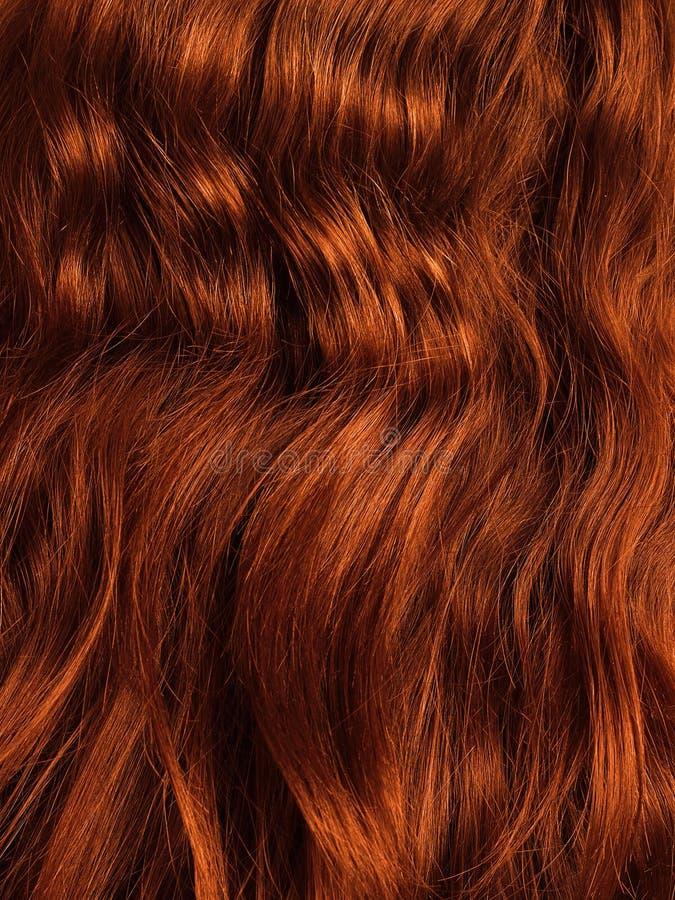 Rode haar dichte omhooggaand, krullend en achteloos royalty-vrije stock afbeeldingen